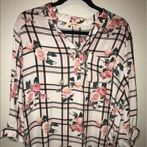 •Floral 3/4 sleeve top•